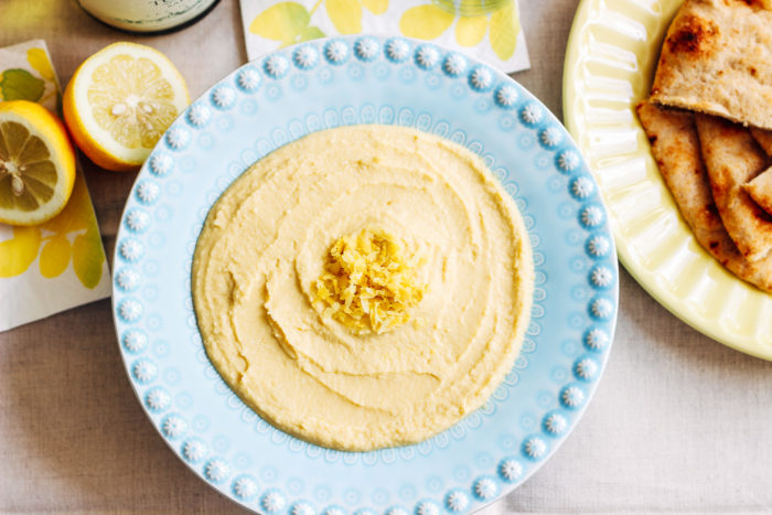 Lemon Garlic Hummus- a simple combination of fresh garlic and lemon make for a flavorful, smooth and creamy hummus. (vegan + gluten-free)