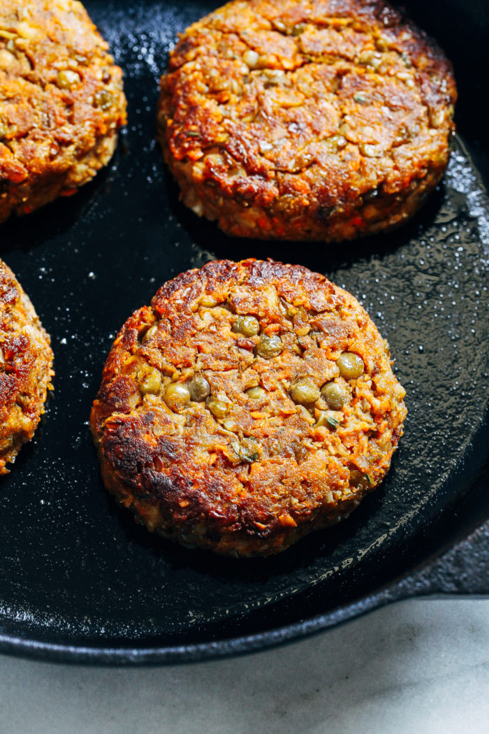Classic Lentil Burgers- made with wholesome ingredients, these veggie burgers have a classic flavor that pairs well with any toppings. Each burger packs 25% of the RDI for iron and 12 grams of protein! (vegetarian with vegan and gluten-free option) #plantbased