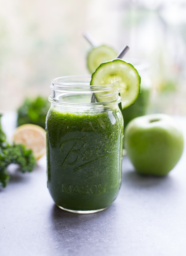 Detox Smoothies - 25 Easy Recipes to Cleanse Your Body