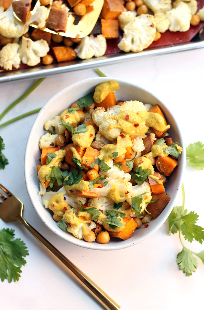 Curried Cauliflower Chickpea Buddha Bowl from Hummusapien