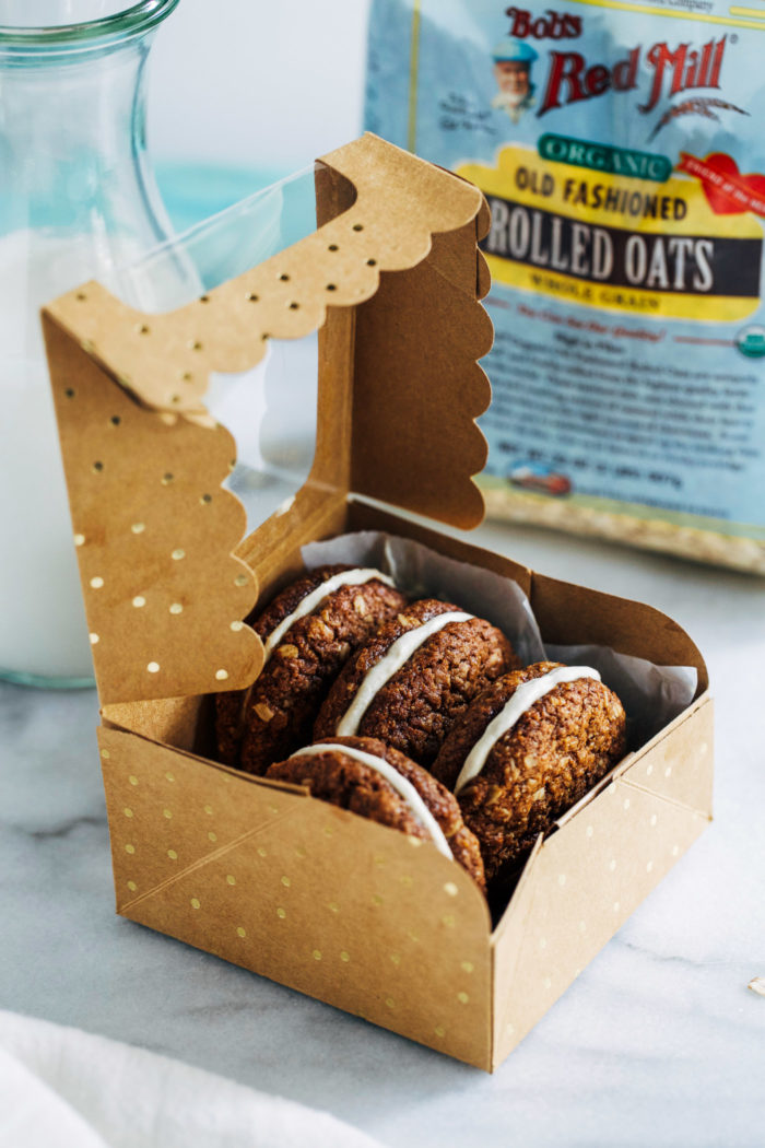Vegan Oatmeal Cream Pies- made with rolled oats and almond flour, these oatmeal pies are packed full of nutrition and flavor! (vegan, gluten-free + soy-free) @bobsredmill #AD