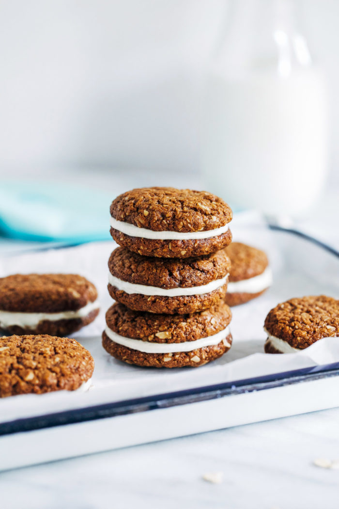 Vegan Oatmeal Cream Pies- made with rolled oats and almond flour, these oatmeal pies are packed full of nutrition and flavor! (vegan, gluten-free + soy-free)