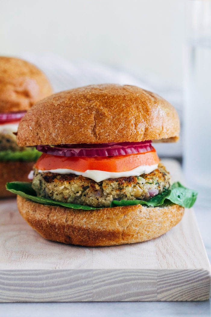White Bean Zucchini Burgers- less than 10 ingredients and 30 minutes is all you need it make these delicious plant-based burgers! #vegan #glutenfree #plantbased #cleaneating