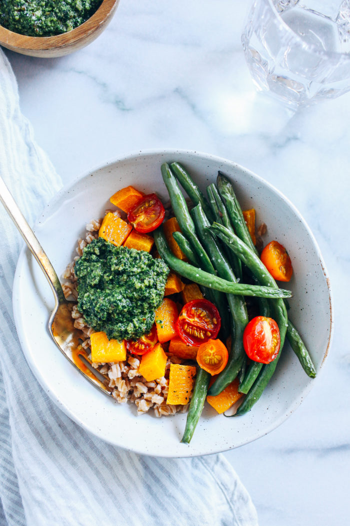 Late Summer Harvest Bowls with Kale Pesto- caramelized butternut squash, juicy roasted tomatoes and green beans are served with nutty farro and kale pesto for the perfect end-of-summer meal!  #vegan #plantbased #healthymeals #wfpb #cleaneating